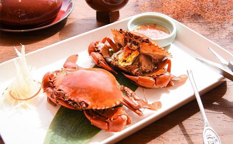 沒有住宿的顧客,也能在青雅中餐廳餐廳享用肥美紅蟳饗宴套餐,每人1,500元+10...