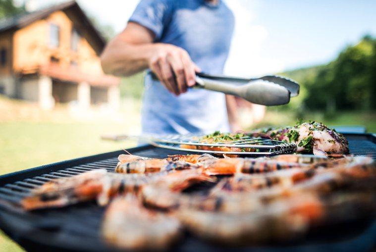 避免大量食材一次性烤完,導致進食速度太快容易過飽,為了清盤又繼續強迫進食。