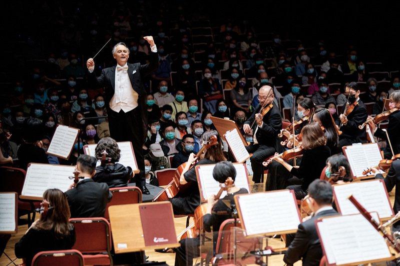 因應疫情時代線上線下整合的演出形態,國家交響樂團音樂會「馬勒傳奇」縮短為一小時,符合線上觀眾的收看習慣。圖/NSO提供