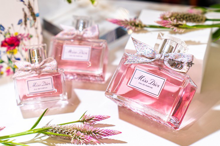 Miss Dior香氛/50ml/4,360元;100ml/6,270元。圖/迪...