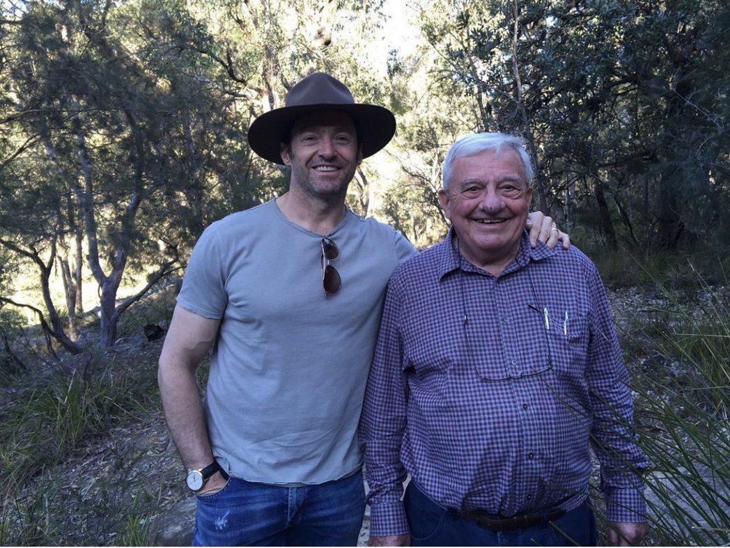 休傑克曼(左)宣布父親已在上周日去世。圖/摘自IG