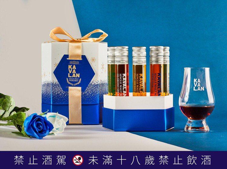 噶瑪蘭酒廠試管酒禮盒湛藍版(5入),建議售價1,350元,活動優惠價999元。圖...