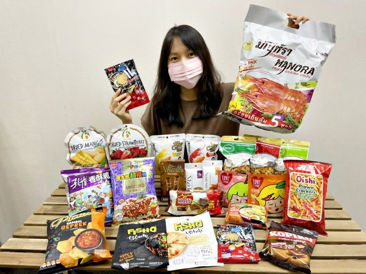 7-ELEVEN自9月8日起於門市推出「東南亞超人氣零食博覽會」主題專案架,集結...