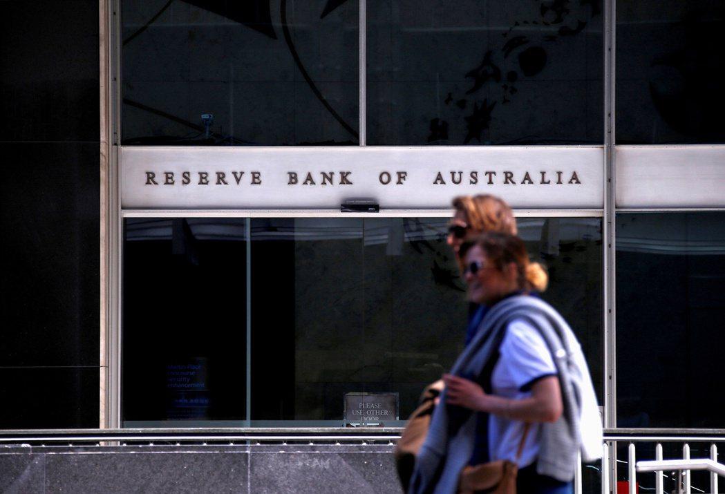 澳洲央行案計畫縮減每周購債規模。(路透)
