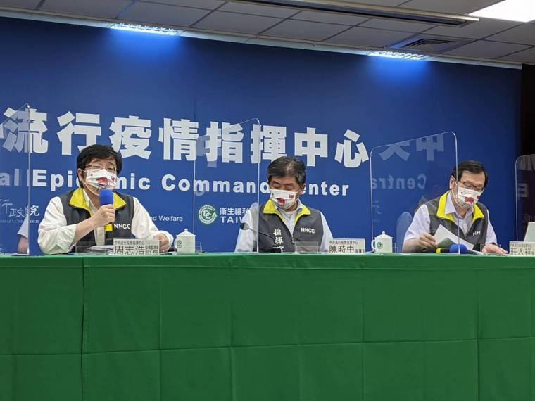 幼兒園染疫持續擴大,指揮中心舉行記者會說明。由左到右中央流行疫情指揮中心疫情監測...