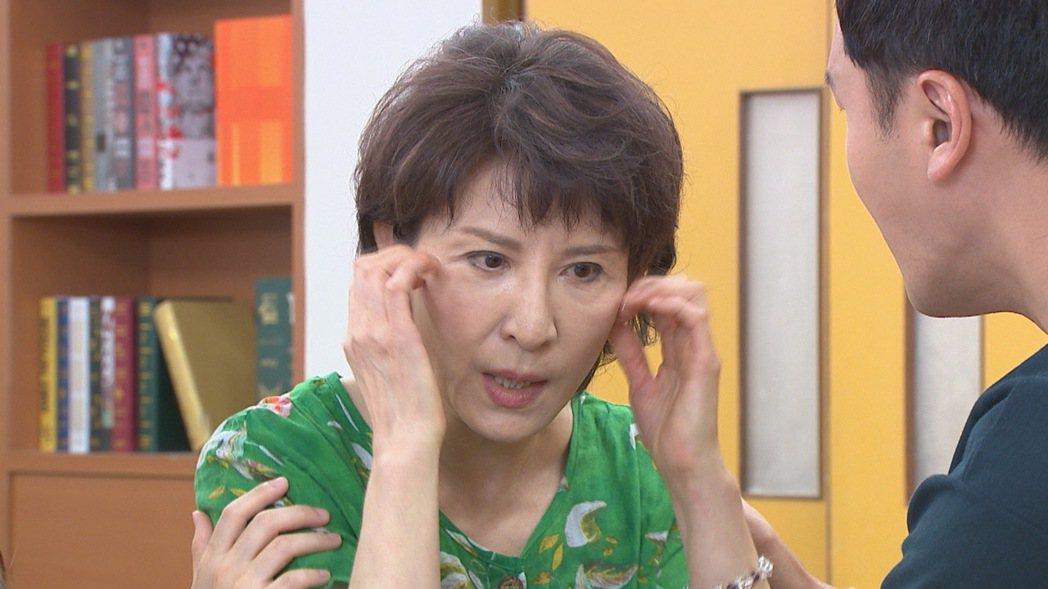 趙心妍在「黃金歲月」中因曾遭遇重大變故,導致精神錯亂。圖/民視提供
