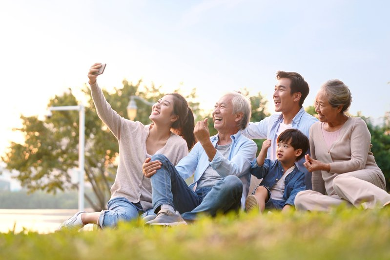 台新人壽表示,留下一份高保障的壽險保單,為傳承給家人最好的愛與關懷。台新人壽/提供