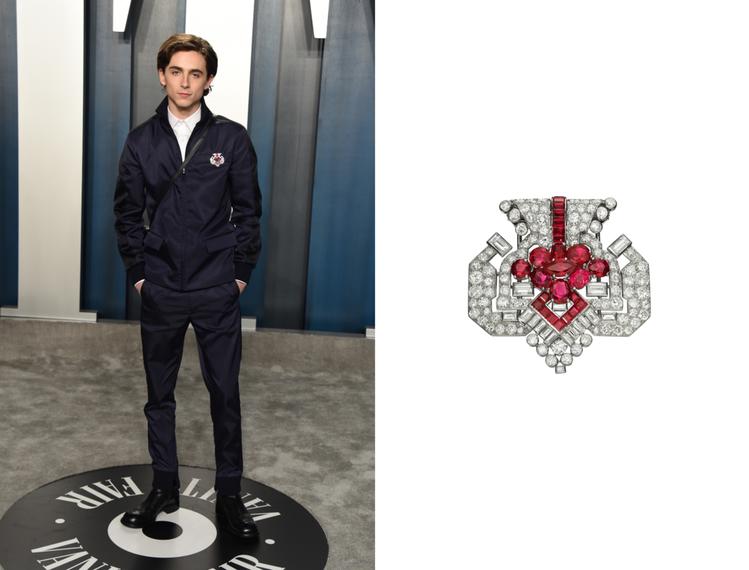 提摩西夏勒梅於2020年奧斯卡紅毯上配戴卡地亞骨董珍藏系列紅寶石胸針。圖/卡地亞...