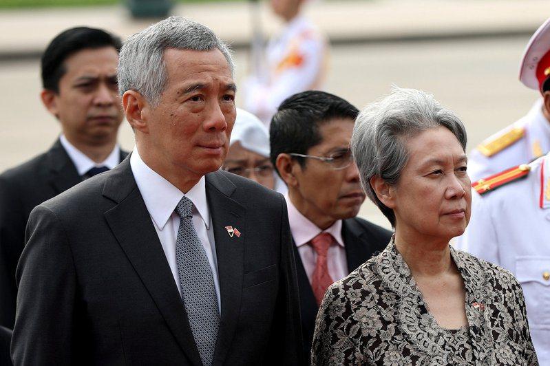 淡馬錫控股行政總裁何晶(右)將在今年10月退休,左為她的丈夫新加坡總理李顯龍。路透