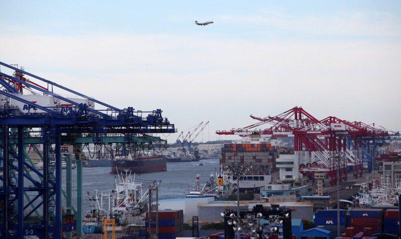 海運缺艙位、缺船隻、缺貨櫃、缺工人的「四缺」情形日益嚴重,導致供應鏈大亂,斷鏈風險也逐步擴大。圖/聯合報系資料照片