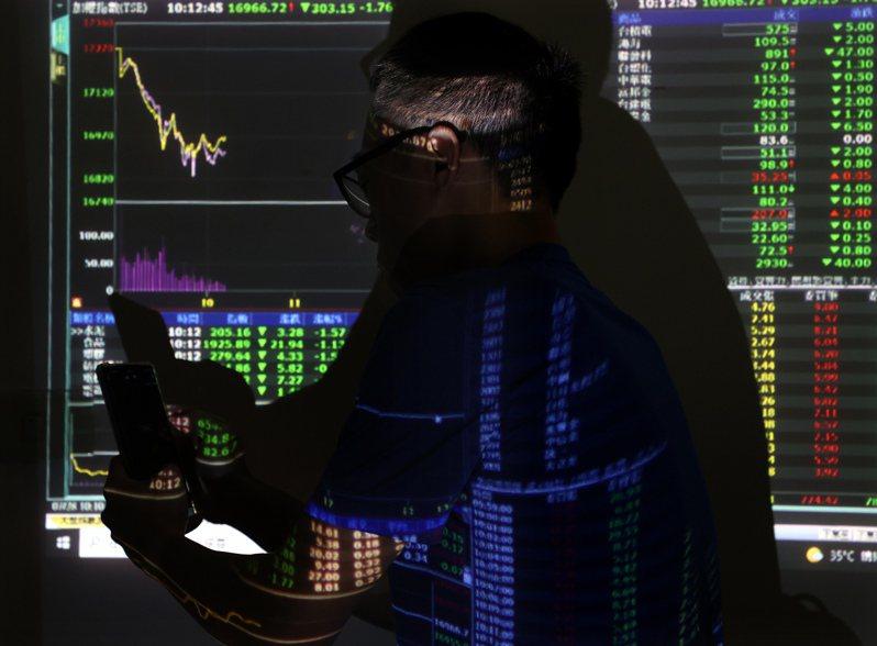 航運指數破底,貨櫃三雄股價更是從7月初高點一路下跌逾5~6成,在昨日重挫下,散戶投資人心碎認賠畢業。圖/聯合報系資料照片