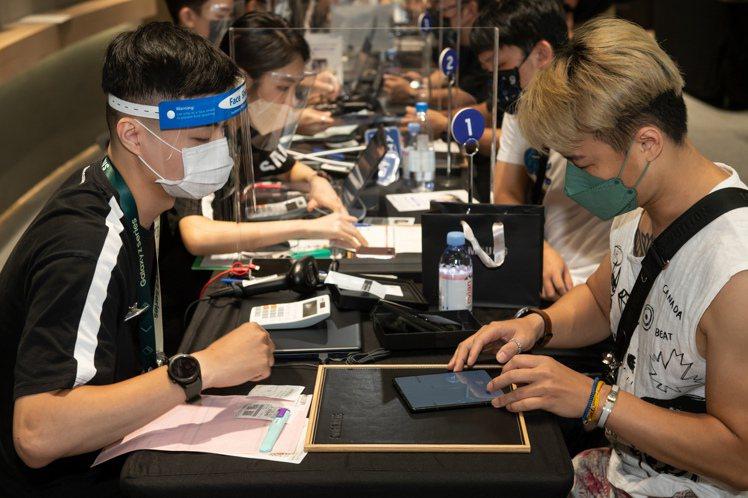 台灣三星今天(9月7日)開放預購Samsung Galaxy Z Fold3、Z...
