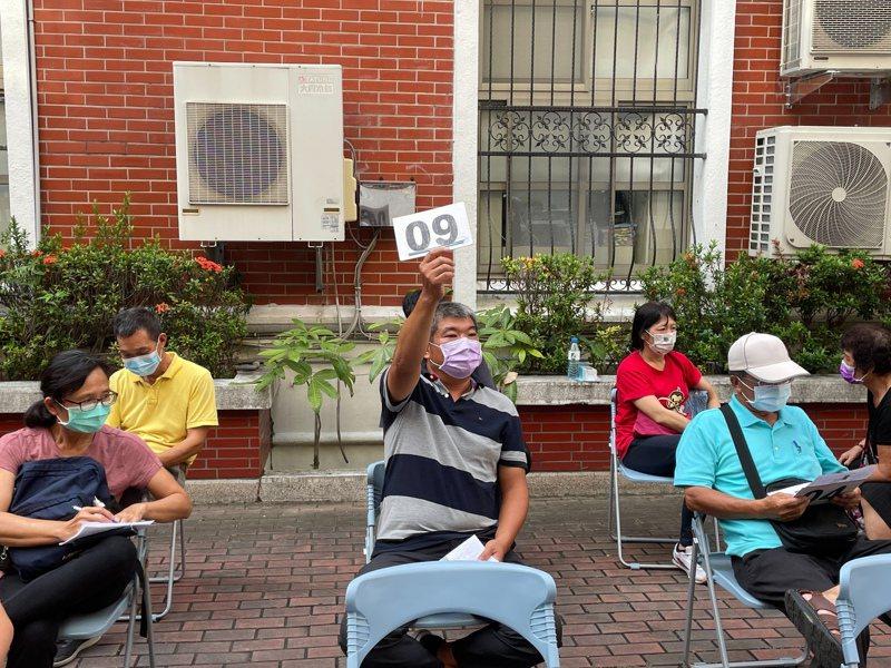 行政執行署台南分署今天下午法拍會,因第2級疫情警戒期間,為遵守防疫規定,本日聯合拍賣會只能縮小規模舉辦。記者邵心杰/翻攝