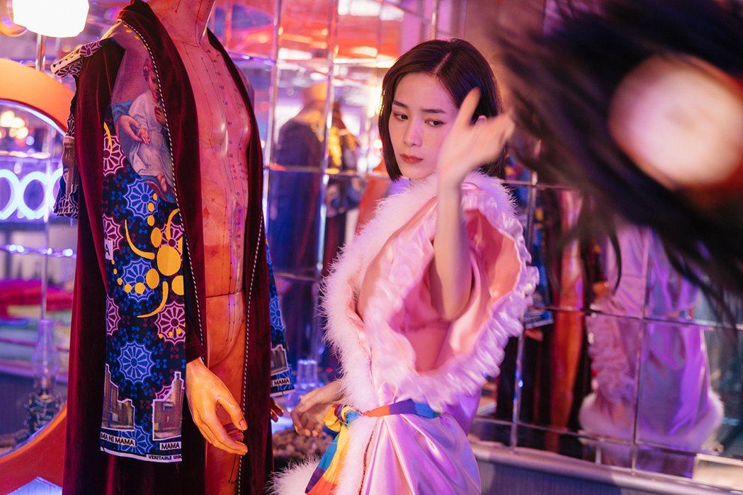 温貞菱在形象影片中展現隔離期間的無奈心情。圖/高雄電影節提供