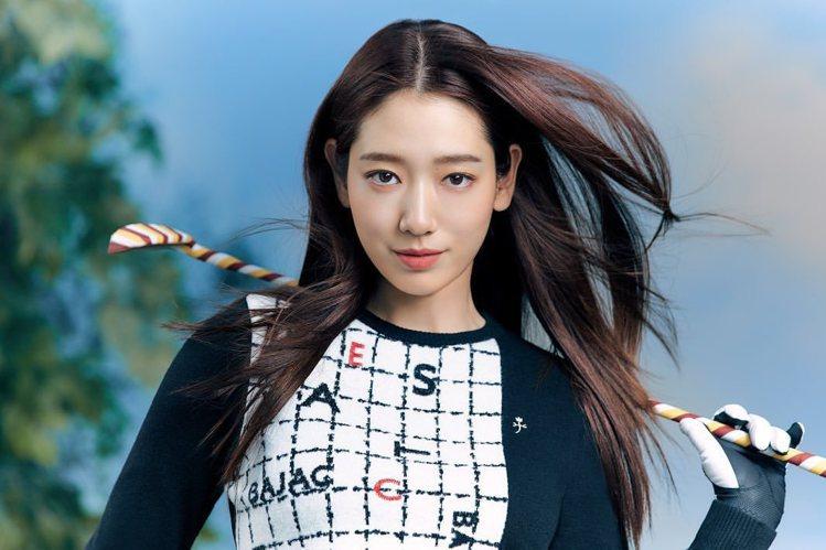 朴信惠為時尚品牌拍攝高爾夫球裝形象廣告。圖/摘自instagram