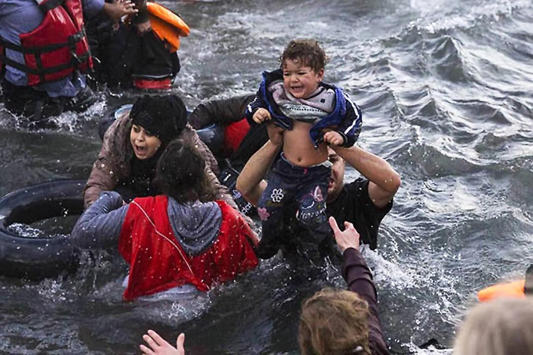 快到薩摩斯(Samos)的時候,運送難民的船沉了。(圖片非當事人,來源:www....
