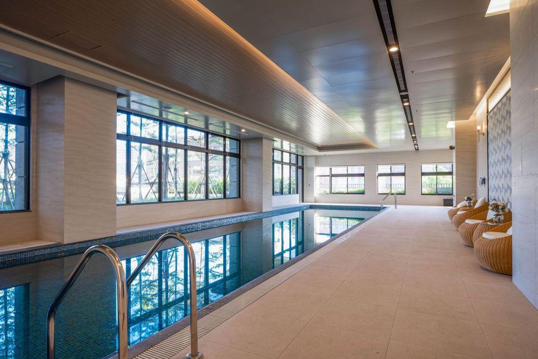 遠雄CASA的20米室內溫水泳池。