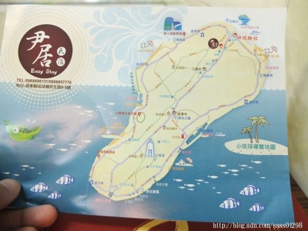 菜單背面是小琉球的導覽地圖,值得一提的是,老闆也有開民宿,若有來小琉球旅遊,住宿部分也能選擇「尹居民宿」。