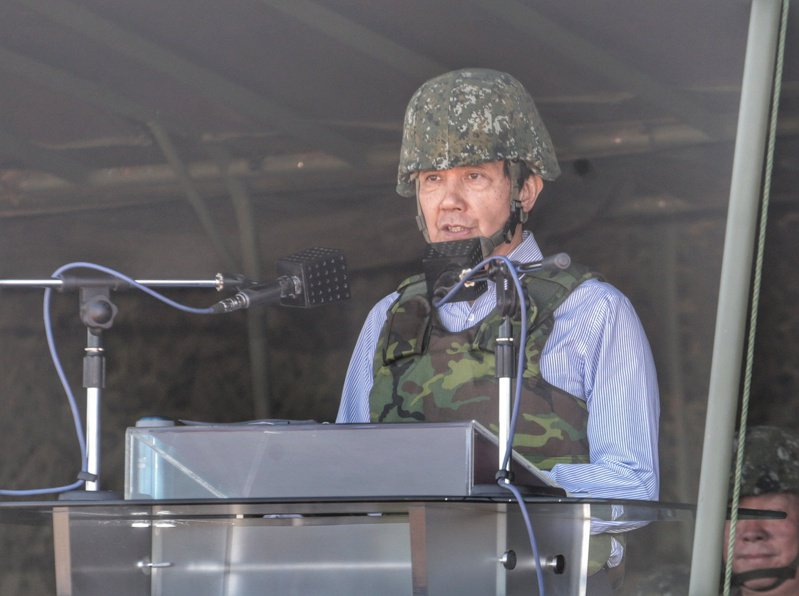 中華民國國軍「漢光31號演習」進入第4天,總統馬英九10日親自校閱在新竹的反舟波射擊操演。中央社