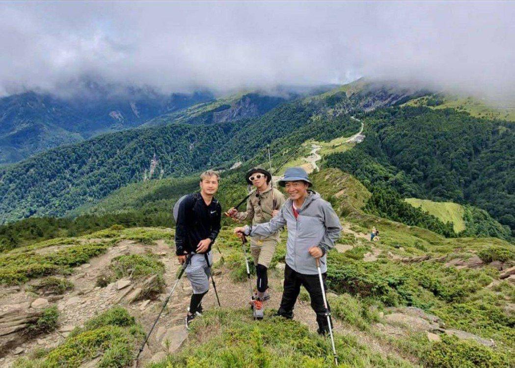 吳宗憲曾率KID、小鬼爬上合歡山。圖/摘自臉書