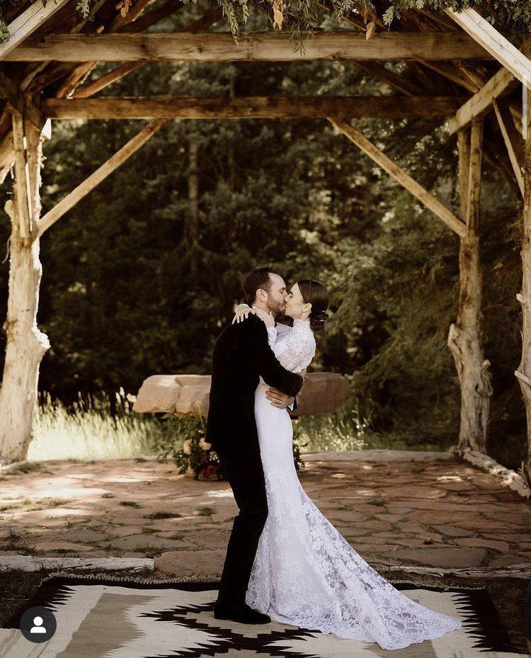 莉莉柯林斯結婚。圖/摘自IG