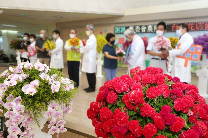 農委會最近砸了1600萬送花給醫療院所,醫護人員收到花反應兩極。圖/聯合報系資料照片
