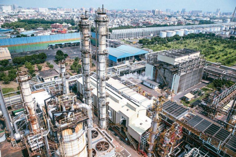 高雄是石化、鋼鐵為重的工業大城,將隨台積電進駐搭上全球半導體快速發展列車。圖/聯合報系資料照片