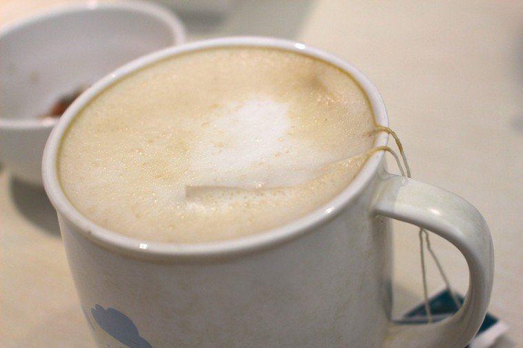 日本醫界發現,照超音波前喝奶茶,有助早期檢查出胰臟癌。本報資料照片