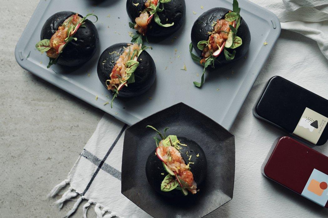 LOUU推出「黑月派對龍蝦堡禮盒」。圖/LOUU提供
