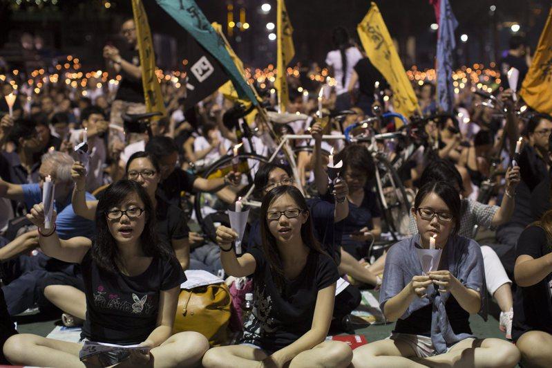 「香港市民支援愛國民主運動聯合會」每年「六四」都會在香港維多利亞公園,舉辦追悼六四死難者燭光晚會。歐新社