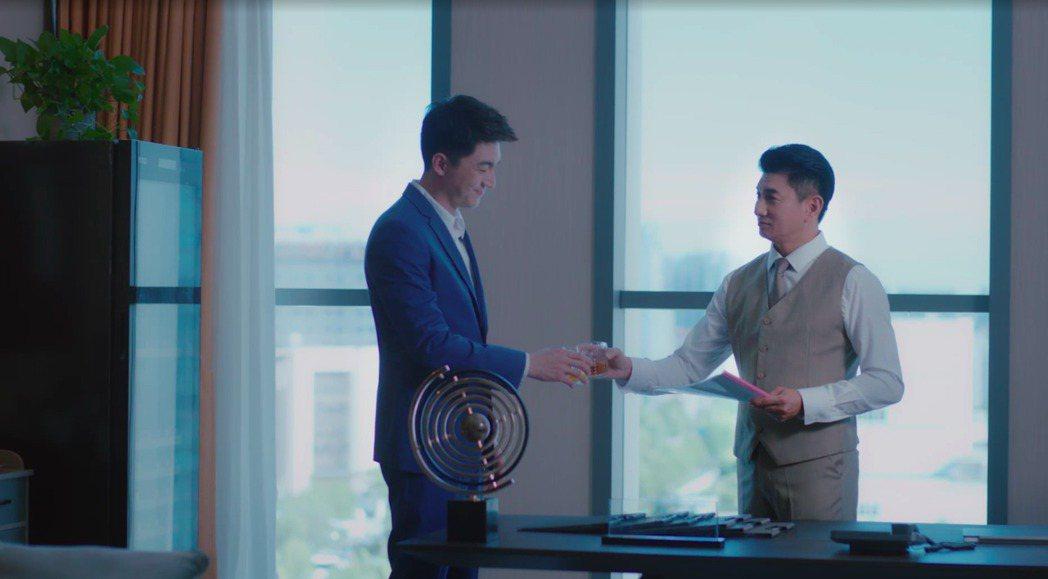 林更新(左)和吳奇隆隔10年在合作。圖/myVideo提供