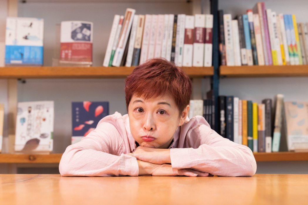 在「水牛書店」、「我愛你學田」二樓的咖啡館,《我的渣男與逆女》作者劉昭儀分享生活...