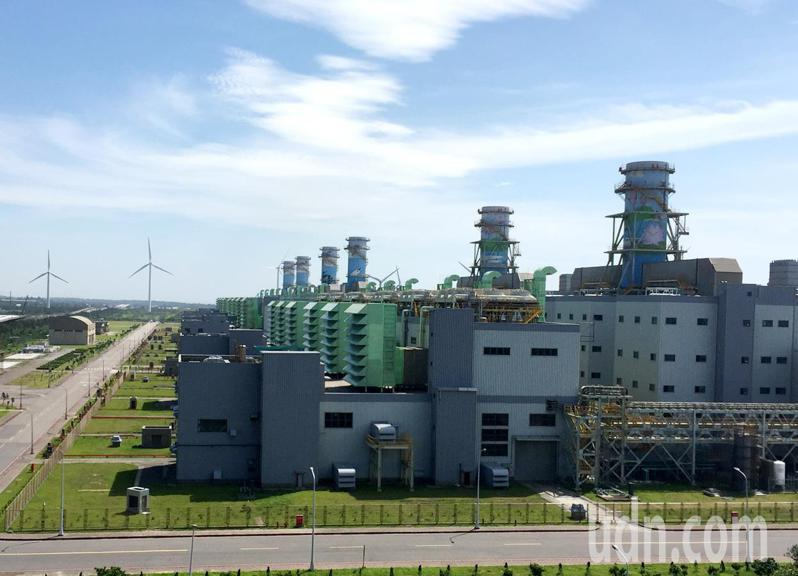 台電大潭電廠增建8號、9號機組因疫情造成缺工,衝擊工期延後。記者曾增勳/攝影