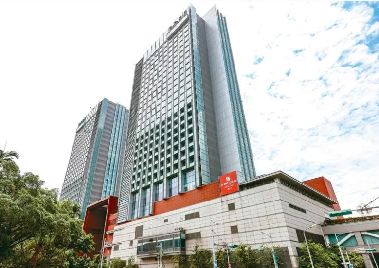 台北市南港區各項公共建設及大型商業開發案陸續進行。圖為南港車站商圈外觀。本報資料照片
