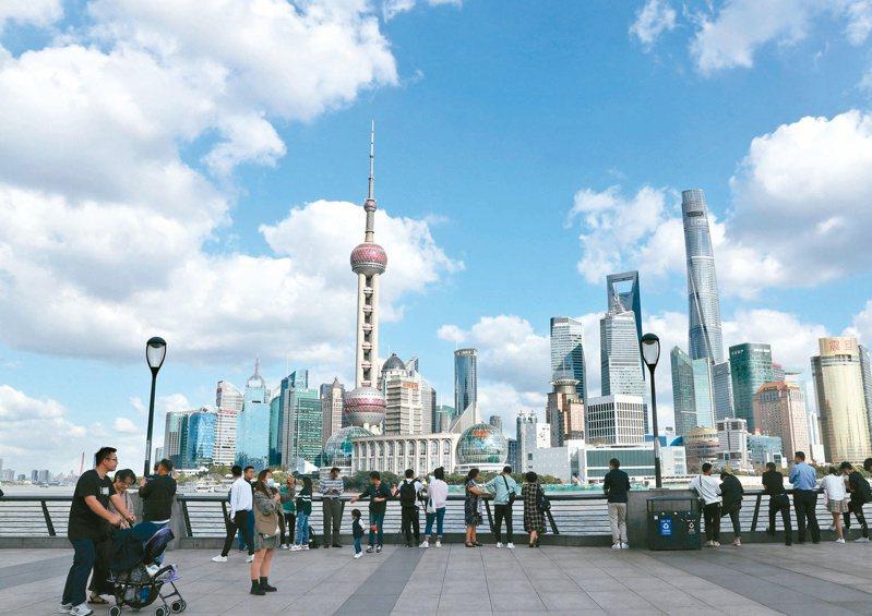 中國住房和城鄉建設部擬規定城區常住人口300萬以上城市,不得新建500公尺以上超高層建築。(新華社)