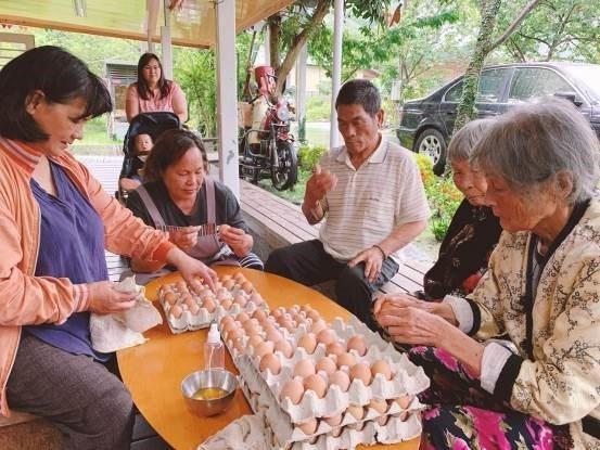 串門子的「友雞美學新生活」以友善生命與環境的態度,結合原民傳統文化DNA與生活、...