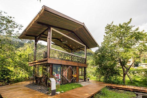 群山環繞的臺中達觀部落的「部落生活美術館」儼然成為食農教育、動物與園藝輔療的全新...