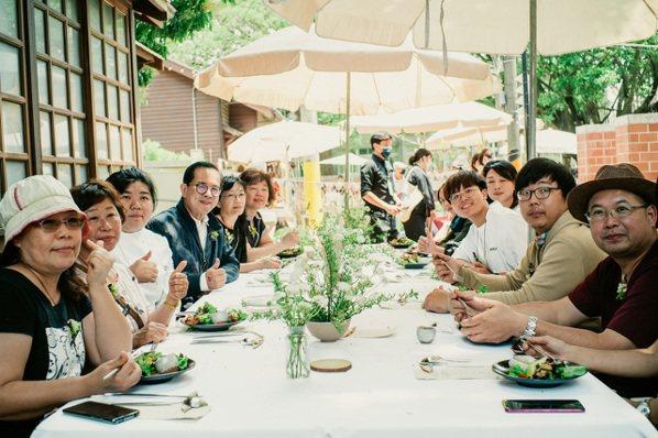 嘉義文觀局號召來自工藝、飲食、手作及文化等專業人士,打造「朴食工藝餐桌」,為朴子...