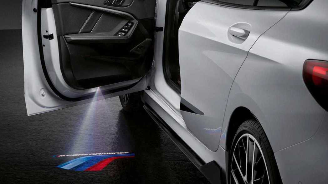 M Performance圖案的迎賓燈。 圖/BMW提供