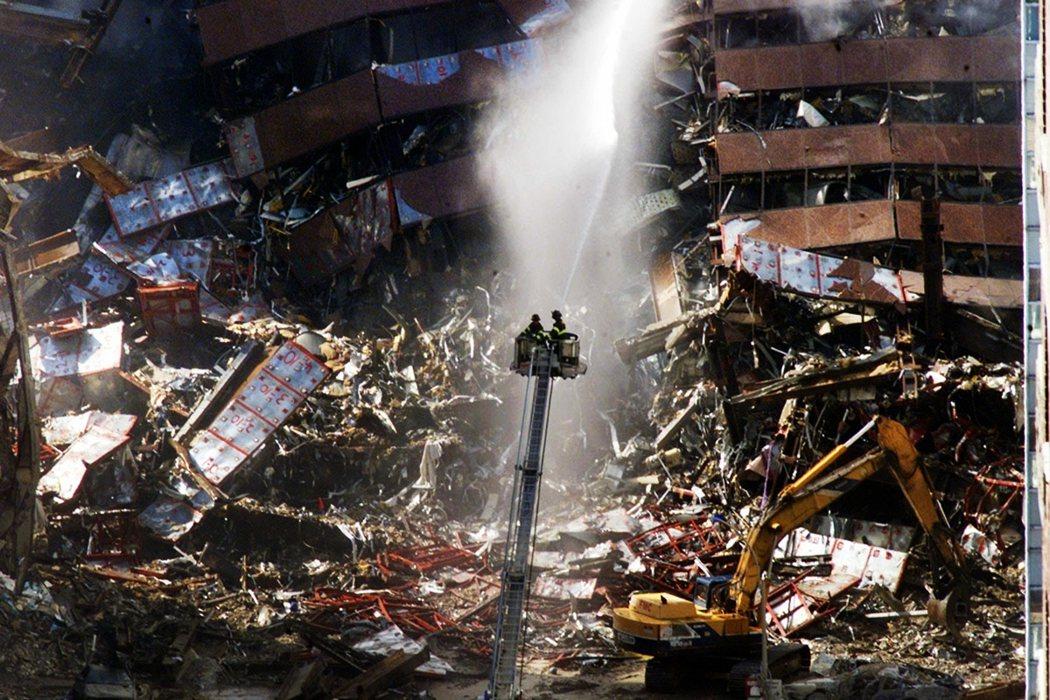 「所以對於這些 911 孩子來說,他們本來應該是私人的家庭故事,這麼多年來每天都...