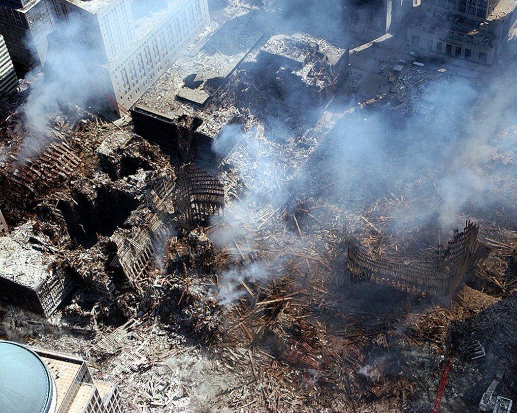 世貿雙塔在攻擊事件後的殘骸。 圖/維基共享