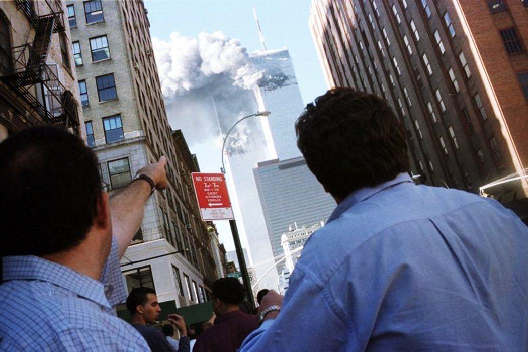 「每天這件事情都會反覆躍上新聞版面。從你放學後打開電視開始,大樓倒塌的影像就會不...