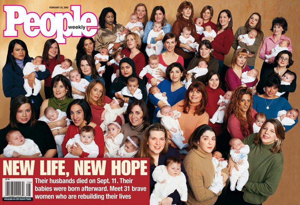 2002年的People雜誌封面,其中一期是911遺孀們抱著新生兒的畫面。 ...