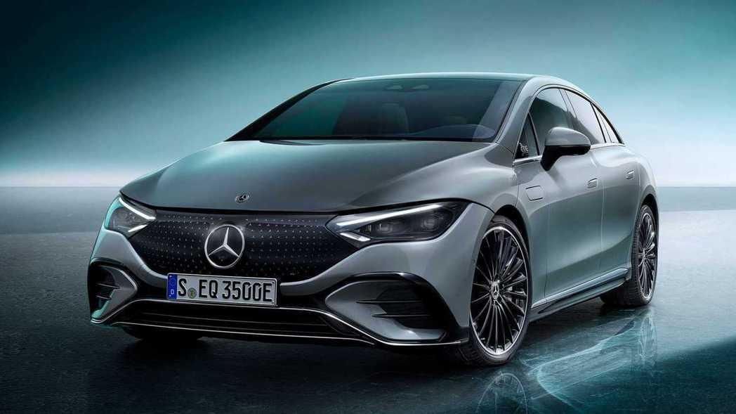 2021 IAA慕尼黑車展亮相的Mercedes-Benz EQE 350。 圖...