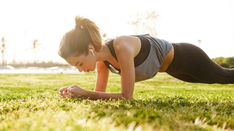 10分鐘的影片,讓你在家也能大汗淋漓,增強肌耐力。圖/Canva
