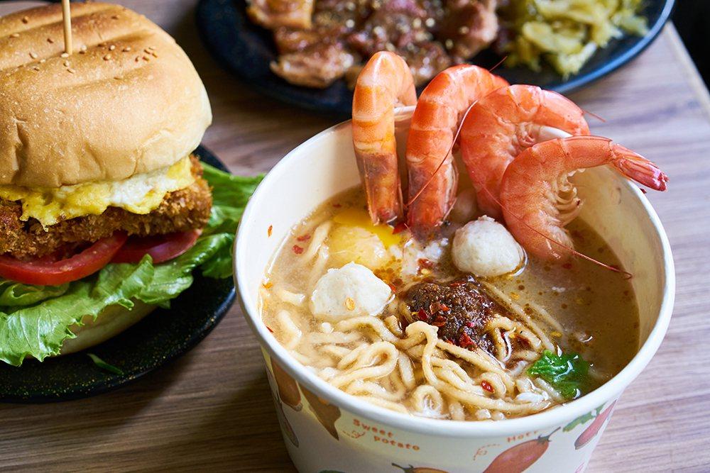 美迪亞漢堡店的鍋燒麵是許多高雄人從小吃到大的回憶。 圖/Cindy Lee 攝影