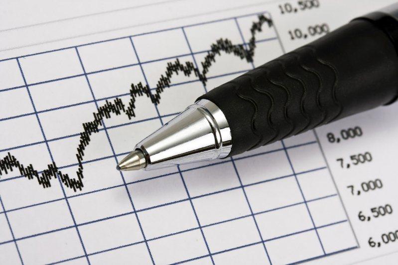 傳奇投資人班傑明.葛拉漢認為,買賣股票要注意三原則,不過度自信,才能避開不必要的麻煩。 圖片來源/ingimage