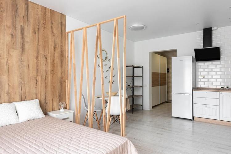 家庭坪數不大的空間,玄關也要保持整潔乾淨,利用櫃子收納整潔。圖/摘自pexels