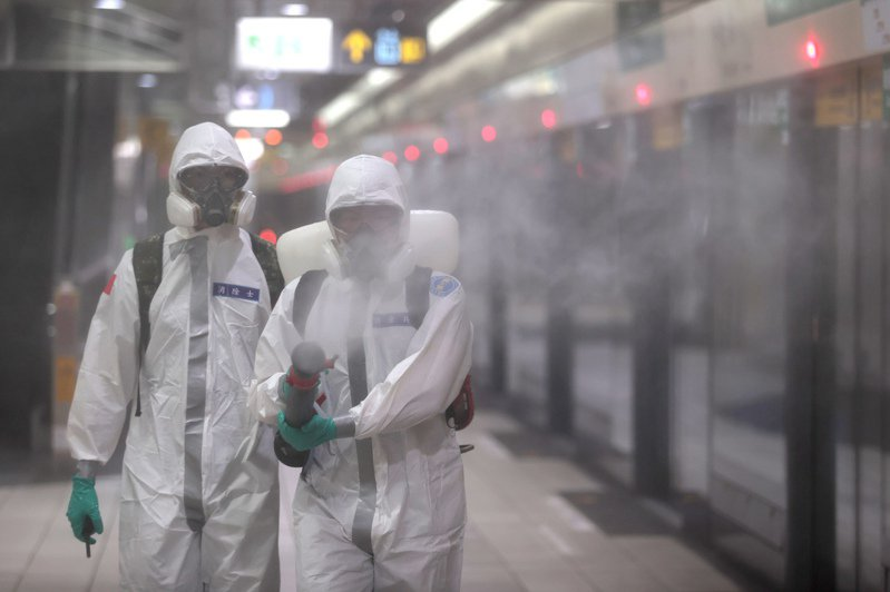 示意圖,圖為國軍化學兵消毒的畫面。聯合報系資料照片/記者蘇健忠攝影