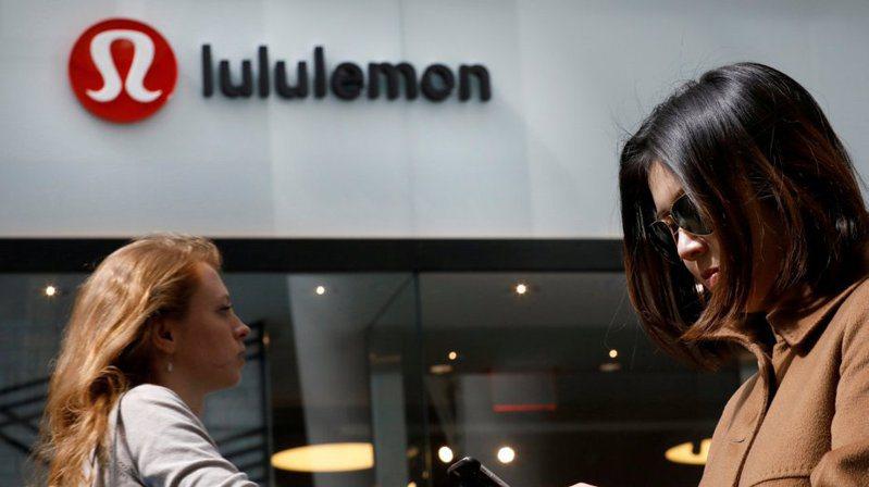 露露檸檬(Lululemon)8日上修今年全年財測。  路透